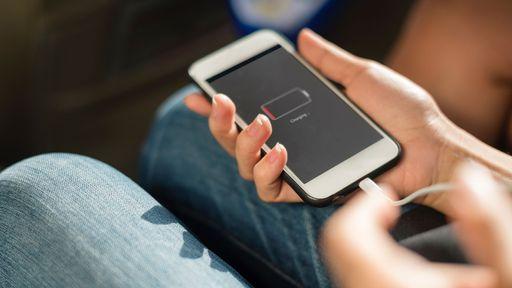 Procon-SP notifica Apple e Samsung pela falta de carregador em novos celulares
