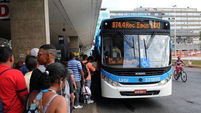 Ônibus do DF agora aceitam pagamento por cartão de débito contactless