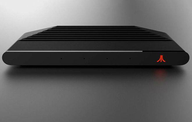 Ataribox com detalhes em vermelho (frontal)