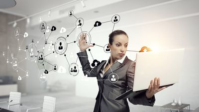 Na contramão do mercado, 11% das mulheres social media ganham mais que homens