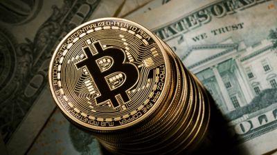 Bitcoin despenca 18% após novos rumores de banimento