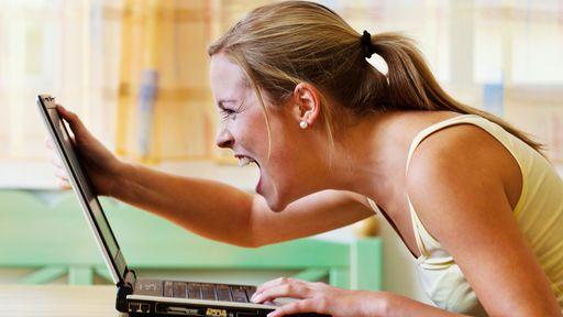 Garotas estão ficando mais agressivas devido ao Facebook e Twitter