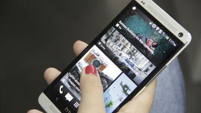Vaza imagem do novo HTC One, dourado e com duas câmeras traseiras