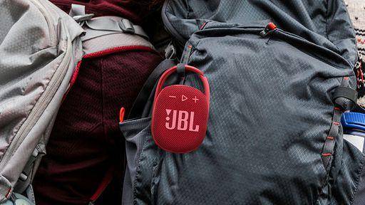 JBL Clip 4 chega ao Brasil com corpo compacto e proteção contra água