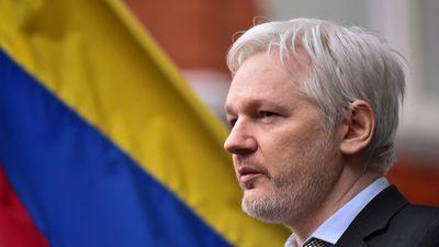 Julian Assange | Justiça mantém mandato de prisão contra fundador do WikiLeaks