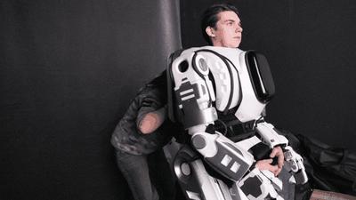 Robô apresentado em evento na Rússia era apenas um homem em uma fantasia
