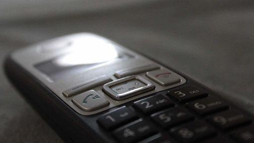 Telefônica é multada em R$ 370 milhões por quebrar regra de telefonia fixa