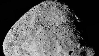 Asteroide Bennu está lançando material de sua superfície ao espaço, revela NASA