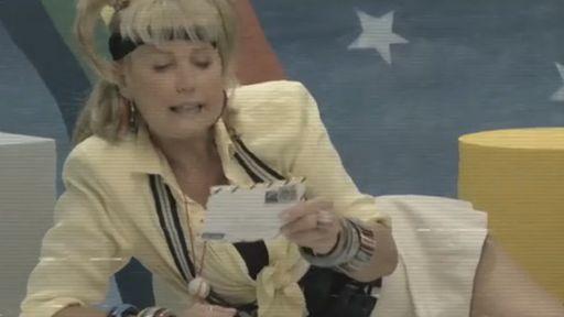 No passado, Xuxa recebe carta de personagem de Stranger Things