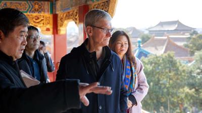 Tim Cook visita a China e busca parceria com o governo
