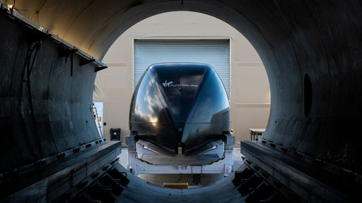 Hyperloop: primeira viagem com passageiros a bordo é feita com sucesso