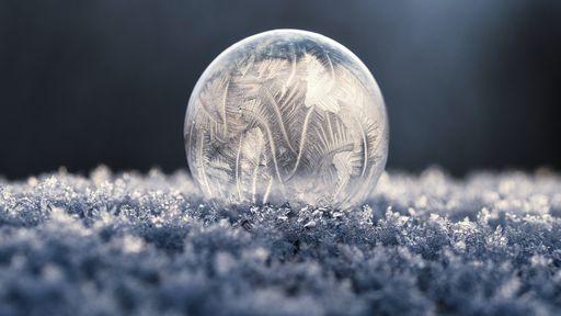 Se o gelo é transparente, então por que a neve é branca?