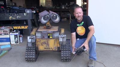 Norte-americano cria réplica em tamanho real do robô Wall-E, da Pixar