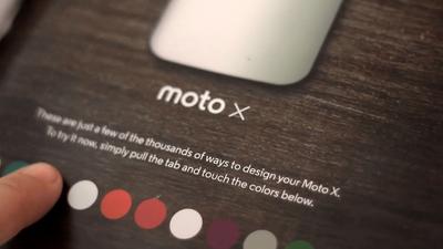 Com LEDs, Motorola faz o Moto X mudar de cor em anúncio de revista nos EUA