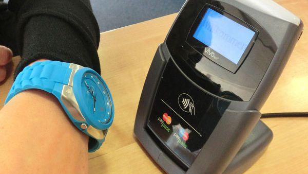 4950f8ba8c0 São Paulo testa relógio de pulso para pagar passagem de ônibus - Smartwatch