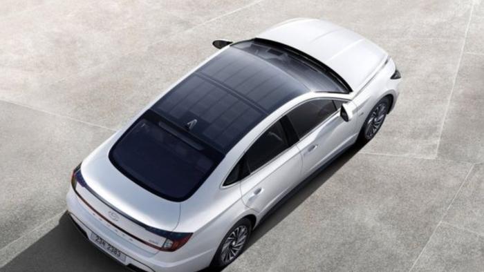 Hyundai lança modelo híbrido do Sonata com painel solar