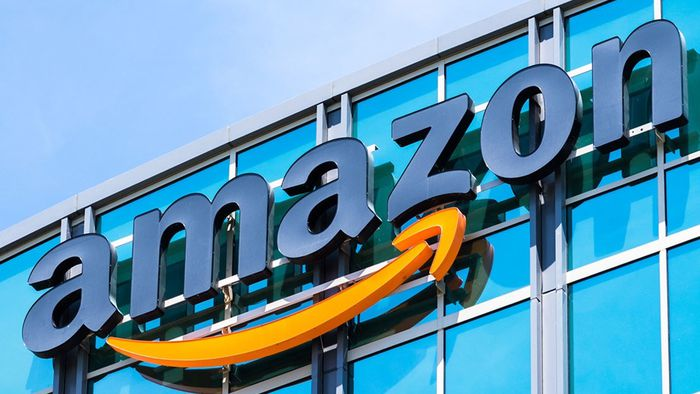 Após chuva de críticas, Amazon retira enfeites de Natal de Auschwitz do ar