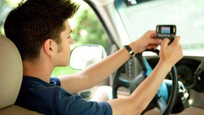 Governo dos EUA quer limitar uso do smartphone no trânsito