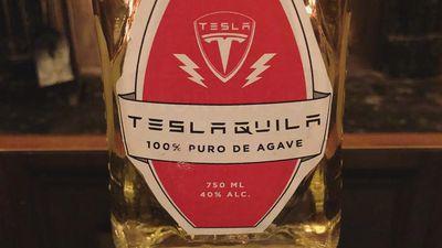 Depois de lança-chamas e pranchas de surf, Elon Musk venderá tequilas da Tesla