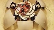 Robô esférico faz diversas performances