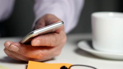 Pesquisa revela quais são os smartphones com mais acessibilidade para idosos