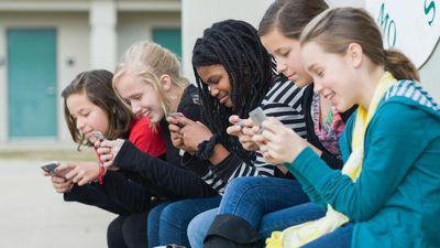 França proíbe o uso de smartphones e tablets em escolas