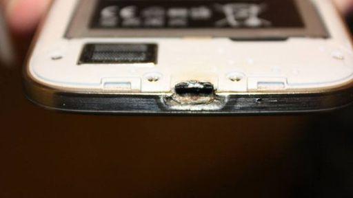 Samsung tenta chantagear usuário que divulgou vídeo de Galaxy S4 pegando fogo
