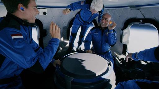 Vídeo mostra Jeff Bezos flutuando em nave da Blue Origin. Como isso é possível?