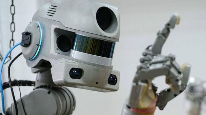 Após duas semanas a bordo da ISS, robô russo Skybot F-850 volta para casa