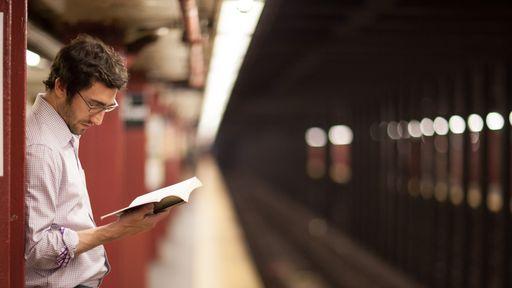 Leitores ainda preferem livros físicos a e-books, revela pesquisa
