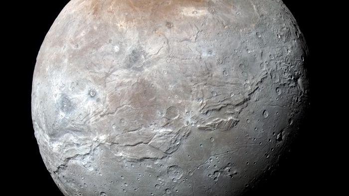 NASA divulga imagens inéditas e em alta resolução da maior lua de Plutão