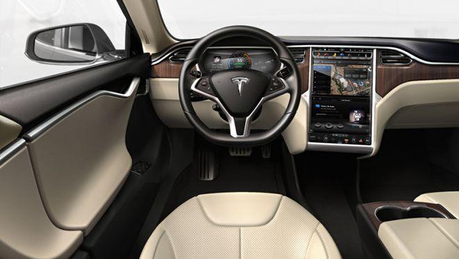 Um dos principais atrativos do Model S é sua tela de 17 polegadas, que pode ser usada para controlar os mais diversos recursos do veículo