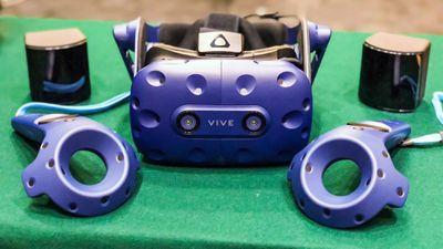 HTC abre pré-venda do Vive Pro, seu headset de realidade virtual