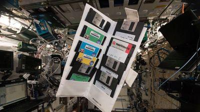 Disquetes de instalação do Windows 95 são encontrados na ISS