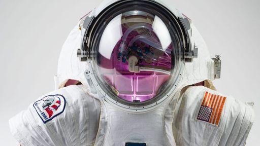 NASA usa arma gigante que atira em trajes espaciais para testar sua resistência