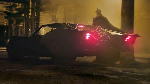 Batman de Robert Pattinson surge ao lado do novo Batmóvel; veja!
