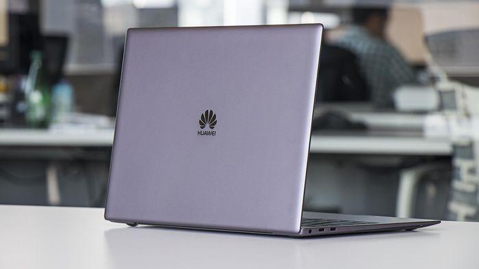 Resultado de imagem para Microsoft remove notebook da Huawei de sua loja