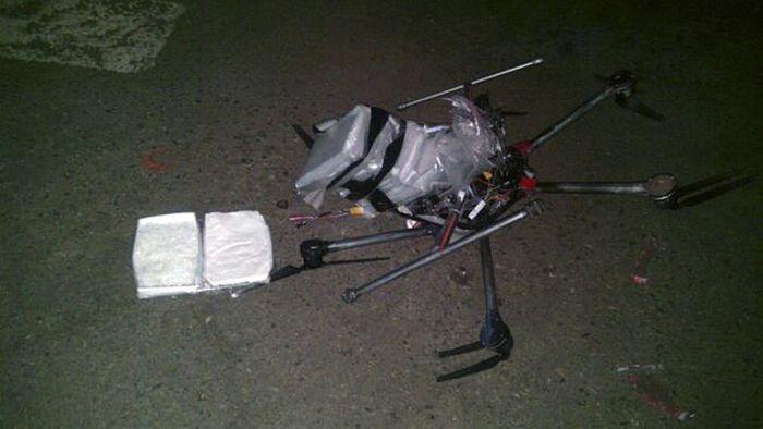 Drone cai na fronteira entre EUA e México transportando metanfetamina