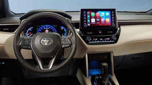 Toyota Corolla perde central multimídia original e ganha peça alternativa