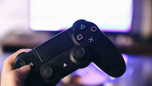 Por que o PS4 ainda é tão caro mesmo no fim da geração?
