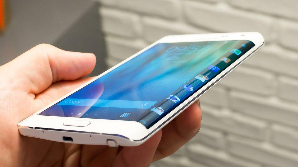 Por ser nova, a tecnologia dos displays curvos adotada pela Samsung pode não ter sido testada tanto quanto deveria e isso pode ter contribuído para o surgimento dos problemas de rachamento do display