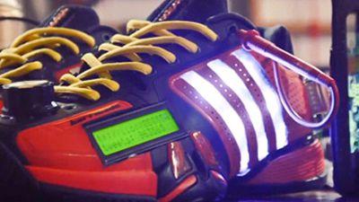 Adidas lança tênis que mostra tweets em tempo real