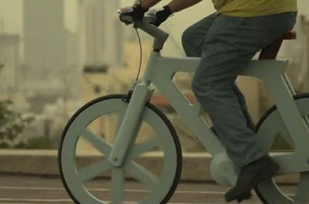 Bicicleta de papelão