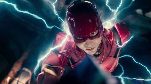 The Flash │ Diretor divulga foto misturando uniforme do Flash com o velho Batman