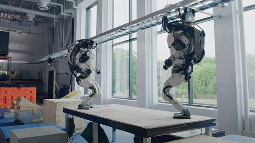 Robô Atlas, da Boston Dynamics, abusa de acrobacias em circuito de parkour; veja