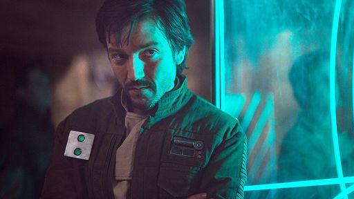 Ator deixa escapar que Star Wars: Andor vai ter mais atores vindos de Rogue One