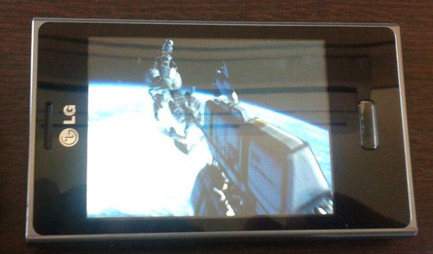 LG Optimus L3 rdando Avatar em alta definição