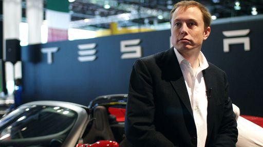 Elon Musk fica furioso porque seus funcionários deram desconto em um Tesla