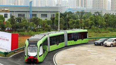 China tem trem autônomo capaz de circular a partir de faixas pintadas no chão