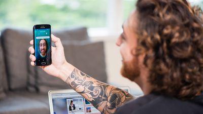 Usuários da Visa e Banco Neon usarão selfies para autenticar compras online